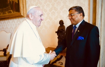 Ambassador Sibi George accompanied by Madam Joice Sibi had a farewell call on His Holiness Pope Francis on June 20, 2020 at Vatican.